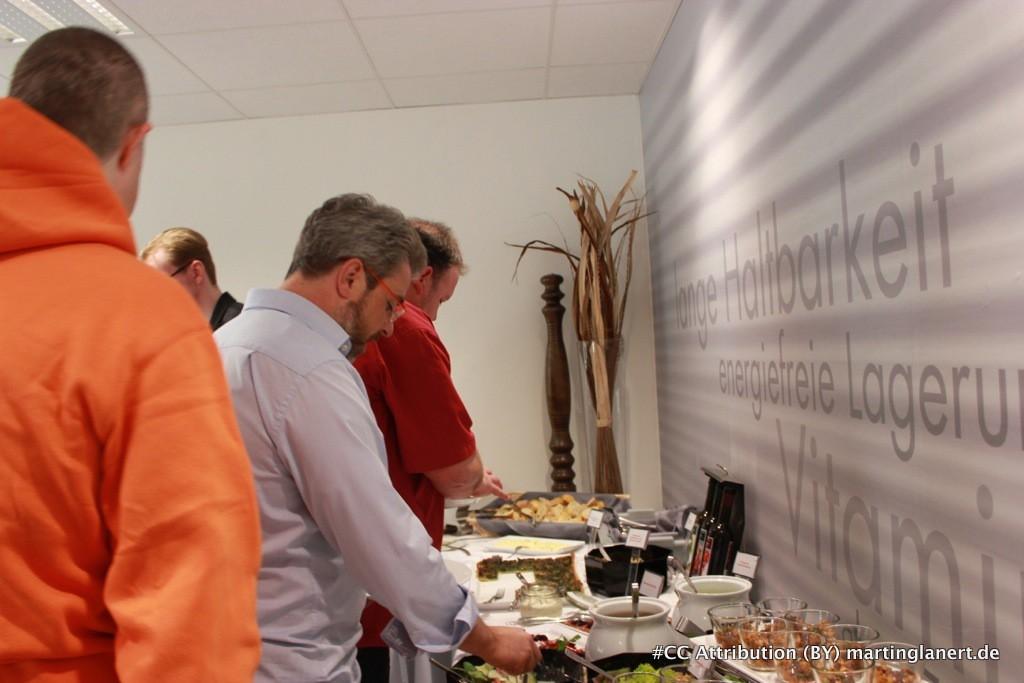 Christoph Gruhn genießt das Buffet im Food Hotel Neuwied