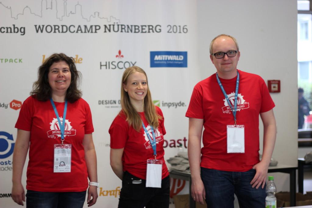 Die Männlein und Weiblein in rot. Danke an alle Volunteers vom WordCamp!